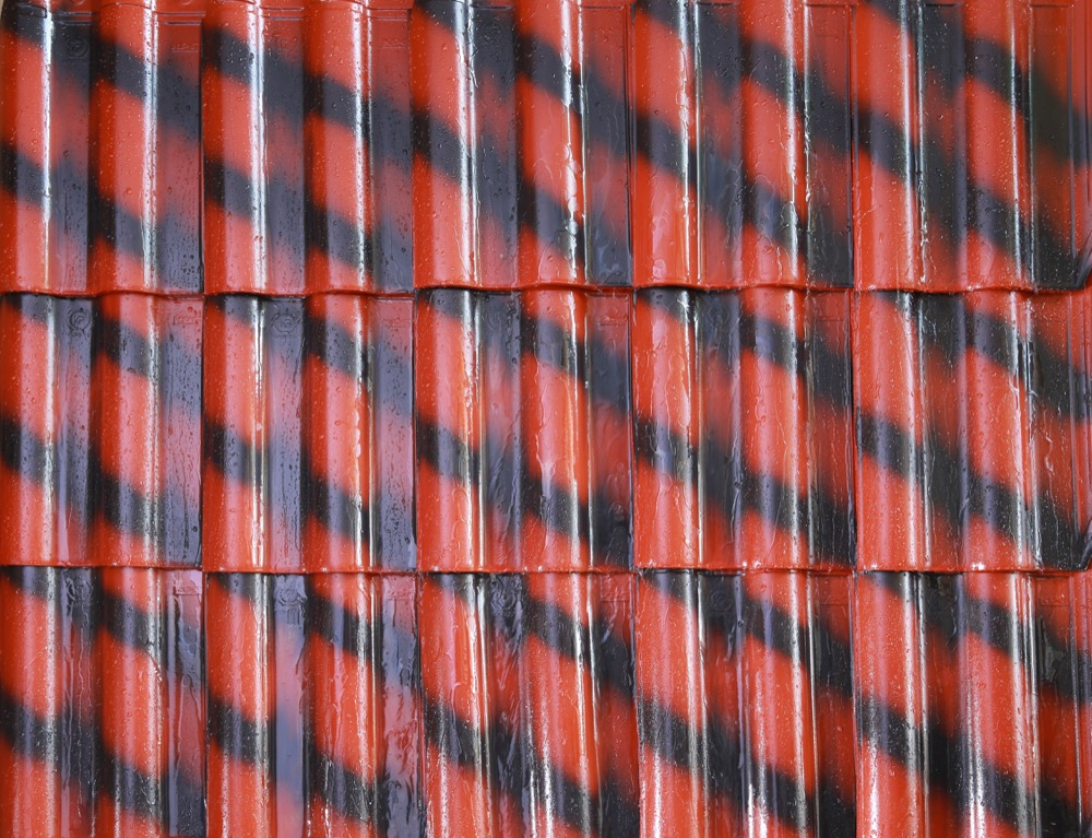 Ceramic Roof Tile Vs Traditional Clay Roofings Roofings Blog